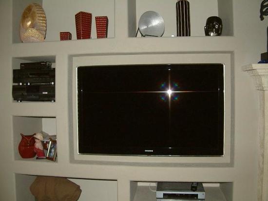 nishi-iz-gipsokartona-pod-televizor-06