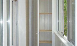 Встроенные пластиковые шкафы на балкон