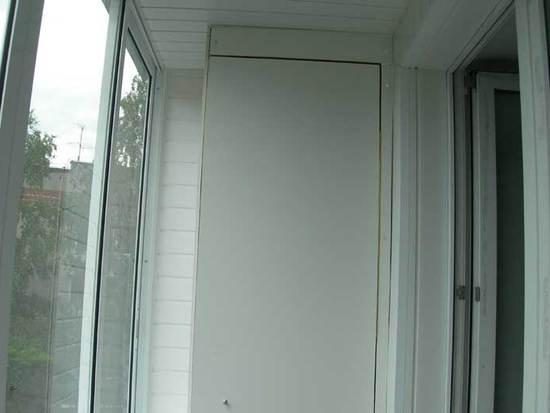 plastikovye-shkafy-na-balkon-10
