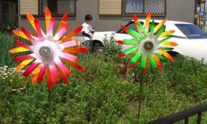 Украшаем садовый участок пластиковыми бутылками