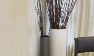 Напольные вазы с цветами в интерьере
