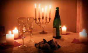 Оформляем интерьер комнаты для романтического вечера