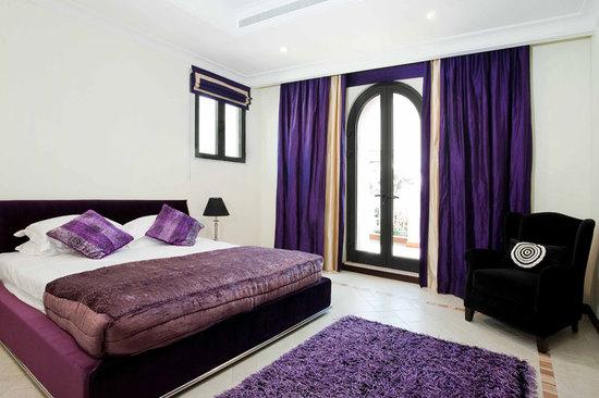 Дизайн спальни фиолетового цвета