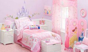Розовая спальня с белой мебелью