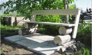 Белые садовые скамейки из дерева