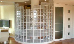 Перегородка из стеклоблоков в квартире