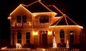 Фото идеи освещения фасада загородного дома