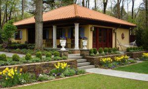 Как обустроить красивый двор частного дома