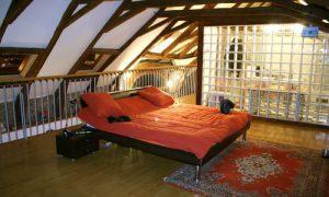 Спальня на мансарде: фото идеи обустройства