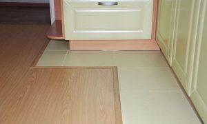 Продумываем дизайн пола на кухне из плитки и ламината