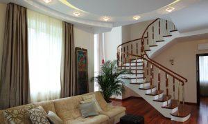 Обустраиваем дизайн лестницы в доме на второй этаж