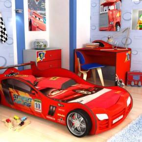 Детская кровать-машина - то, что нужно мальчику