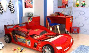 Детская кровать-машина — то, что нужно мальчику