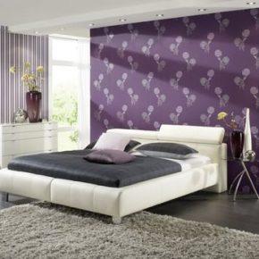 Идеи для интерьера спальни с обоями двух видов