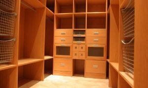 Современные проекты гардеробных комнат — простота и функциональность