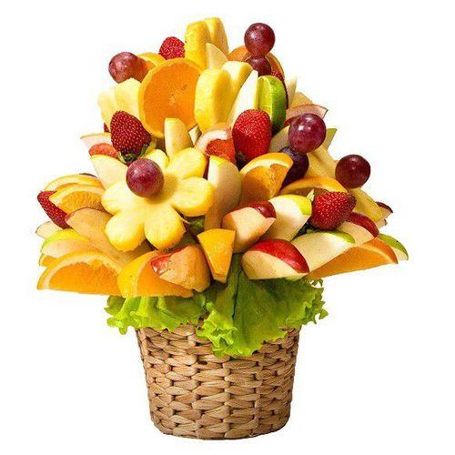 Букет из мякоти фруктов и ягод