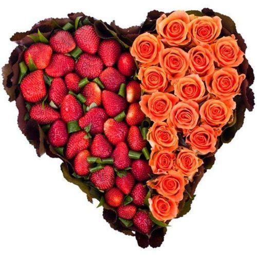 Сердце из роз и ягод