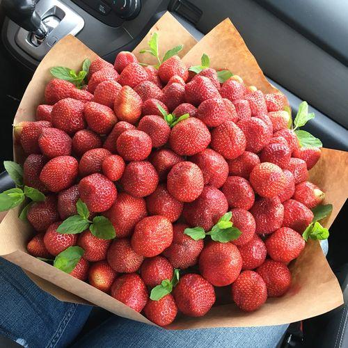 Спелые ягоды для презента