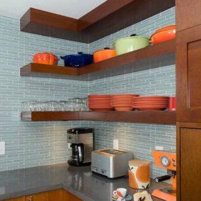 Варианты кухонных полок для современного интерьера