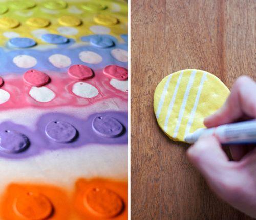 Раскрашивание фигурок из соленого теста цветными красками