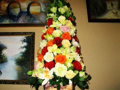 Елка из цветов