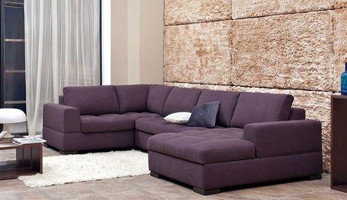 Практичный диван для приема гостей
