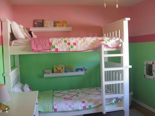 Выделение детского спального места яркими цветами