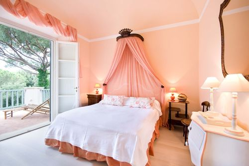 Шикарные шторы к персиковым обоям