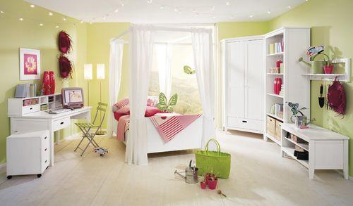 Дизайн детской с белой мебелью
