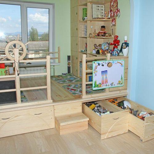 Система хранения игрушек в подиуме