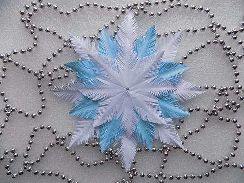 Пушистая снежинка из бумаги