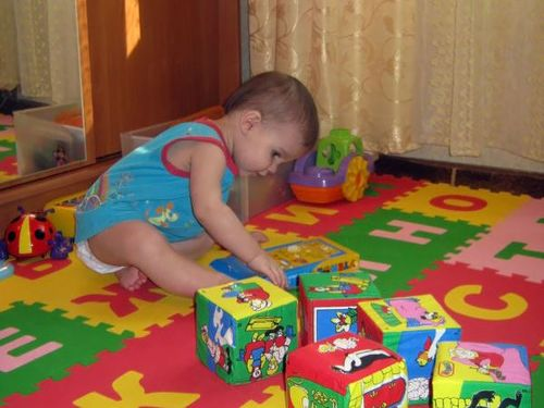 Играющий ребенок