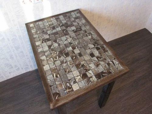 Стол в стиле симп-сити