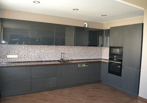 Кухонный гарнитур в цвете маренго