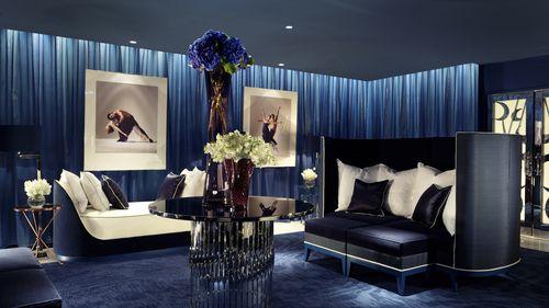 Интерьер гостиной в цвете маренго