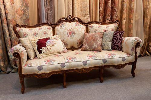 Гобеленовый диван