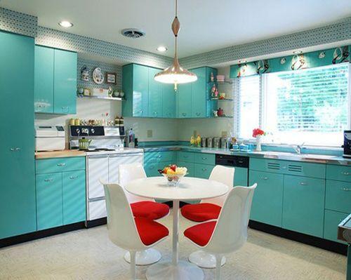 Голубой в кухне