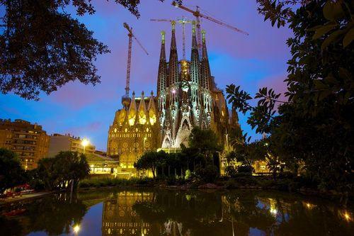 Собор в Барселоне архитектора Гауди