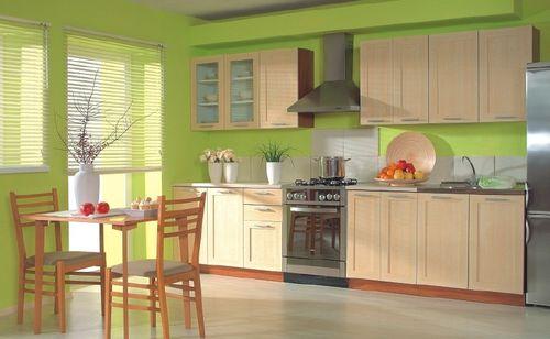 Зеленые стены в сочетании с желтой мебелью