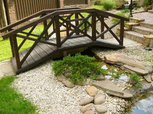 Декоративный мостик на даче