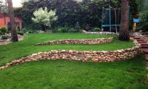 Как создать подпорную стенку из камня на даче