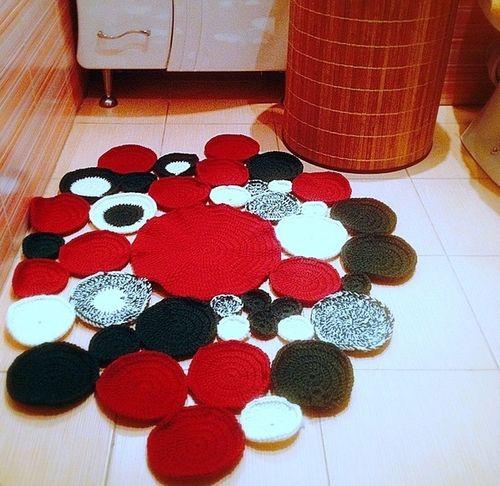 Вязанный коврик для ванной